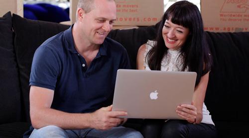 Couple-laptop-browse