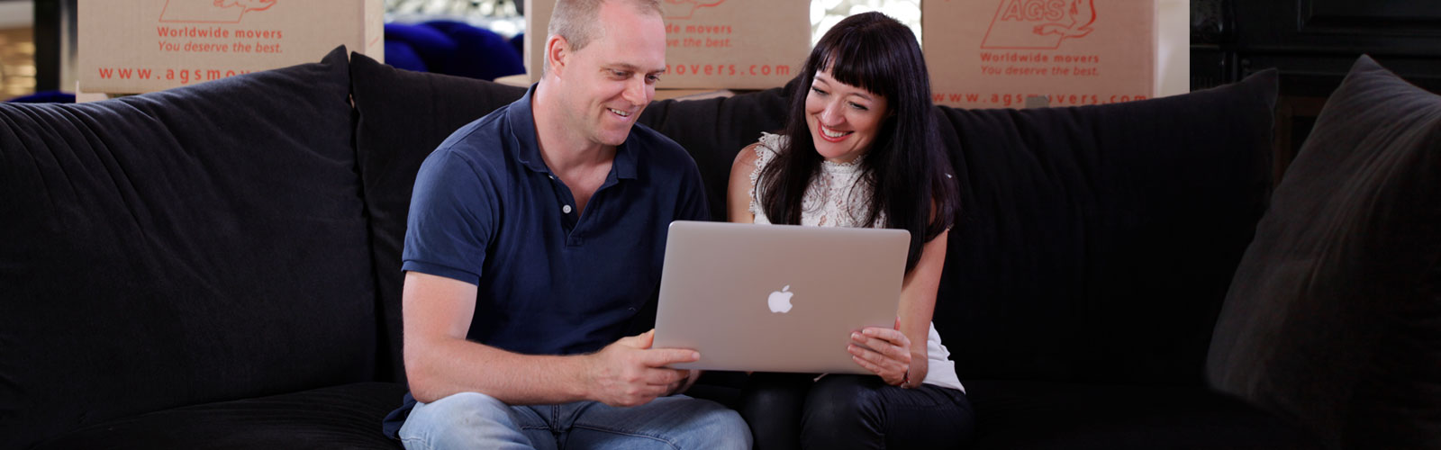 couple-browsing-online